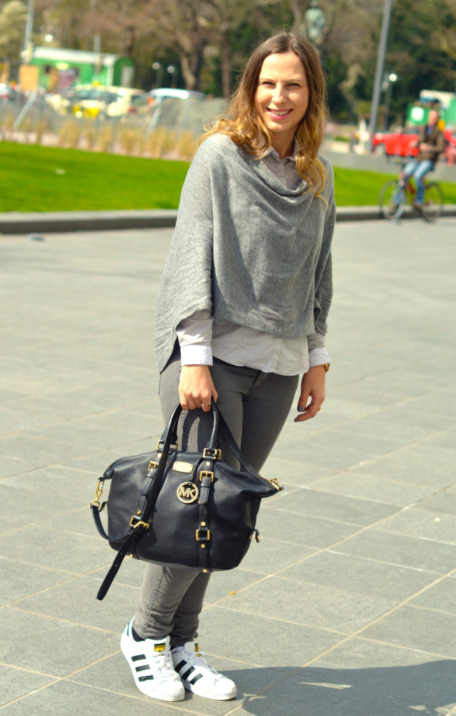 Adidas Superstar, Gina Tricot Poncho, Michael Kors Tasche 3