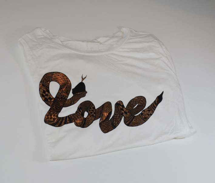 T-Shirt love H&M schlange