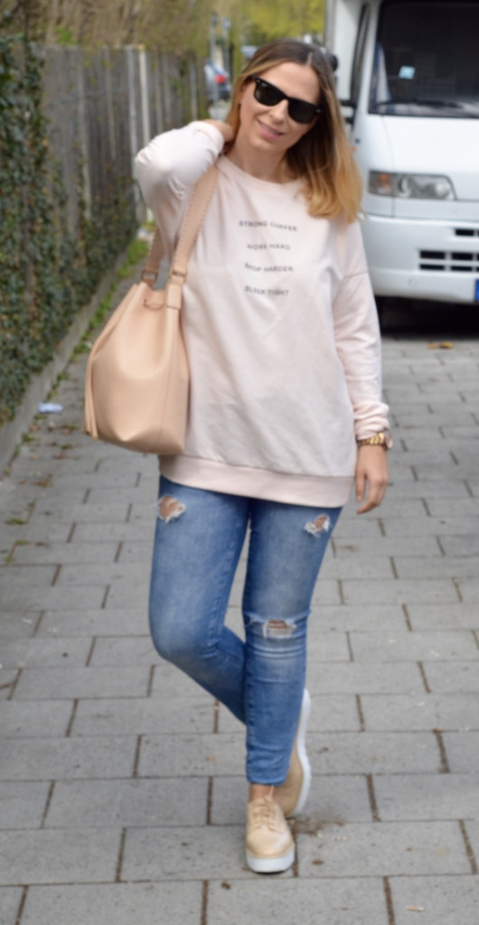 Stella Mc Cartney Schuhe, Bershka Sweater Work Hard, Zara Ripped Jeans